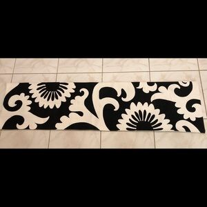 Pottery Barn Abstract Black White Table Runner